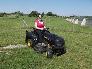 Cécilia ROUX fait du tracteur