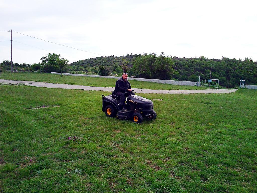 B - Tonte de l'herbe le 09 Mai 2021